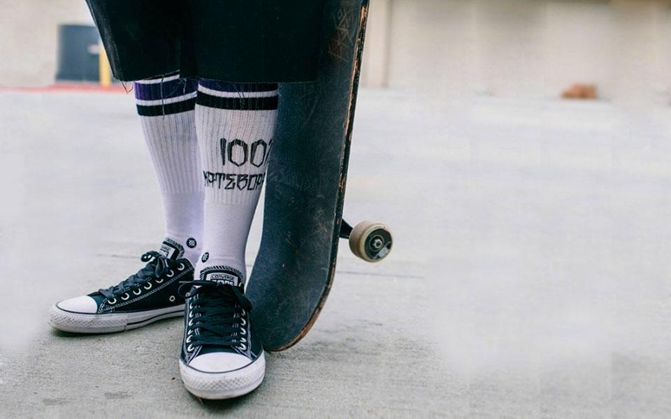 Meias de cano alto: como usar e aderir ao estilo clássico do skate