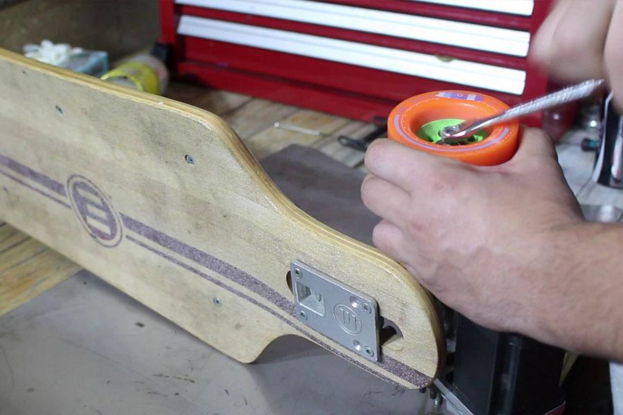 como cuidar do skate reveze as rodas