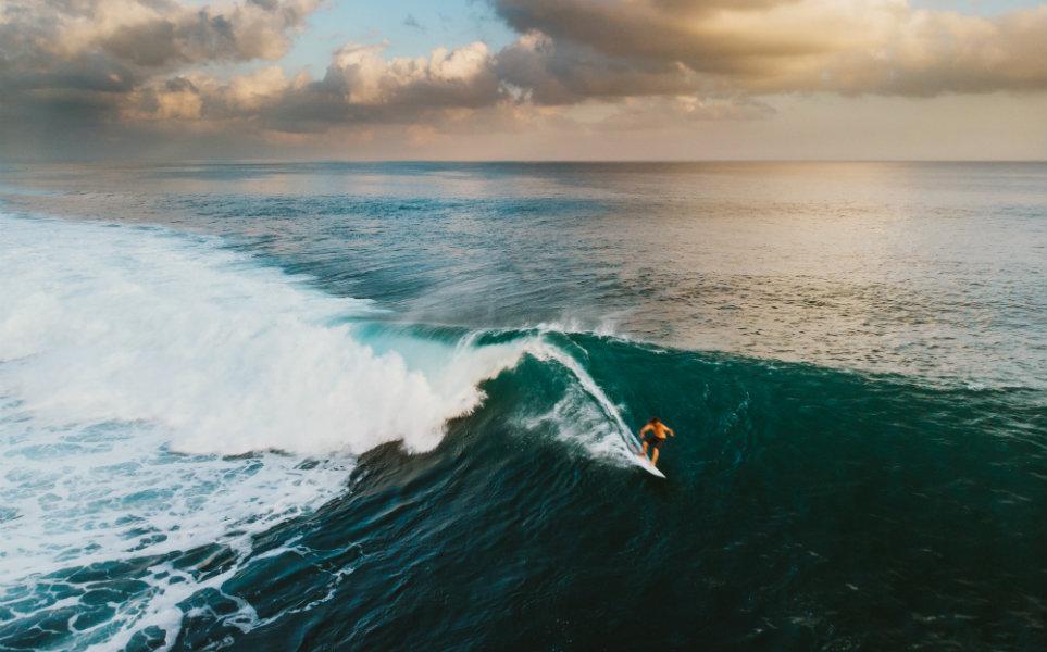Você sabe como o surf começou? Conheça a história!