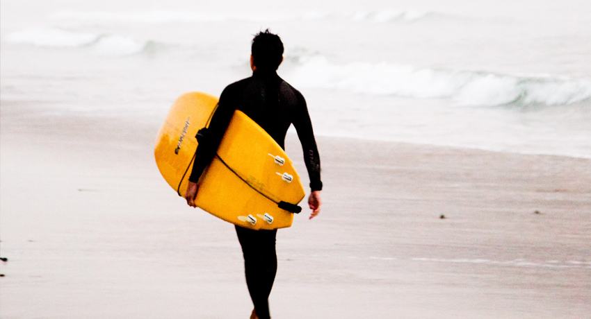 Roupa de Neoprene é o ideal para se praticar surf no frio!